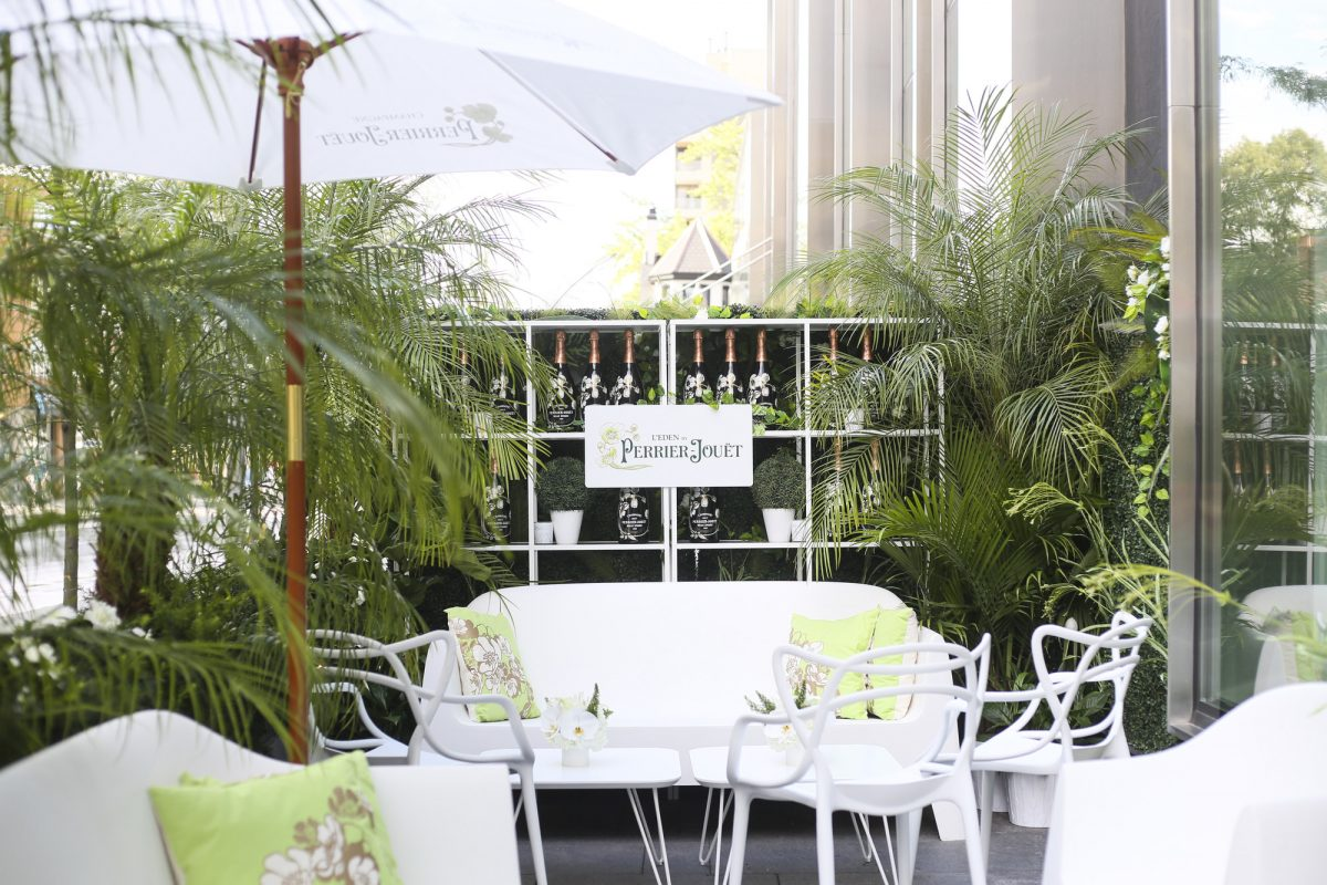"L'Eden by Perrier-Jouët is an enchanting outdoor hideaway at Yorkville's d|bar patio that'-s the perfect setting to sip champagne and enjoy ""bubbles and bites"" inspired cuisine. (CNW Group/Corby Spirit and Wine Communications)"